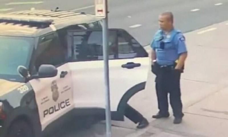 Τζορτζ Φλόιντ: Νέο βίντεο ντοκουμέντο – Τον χτυπούσαν μέσα στο περιπολικό 11