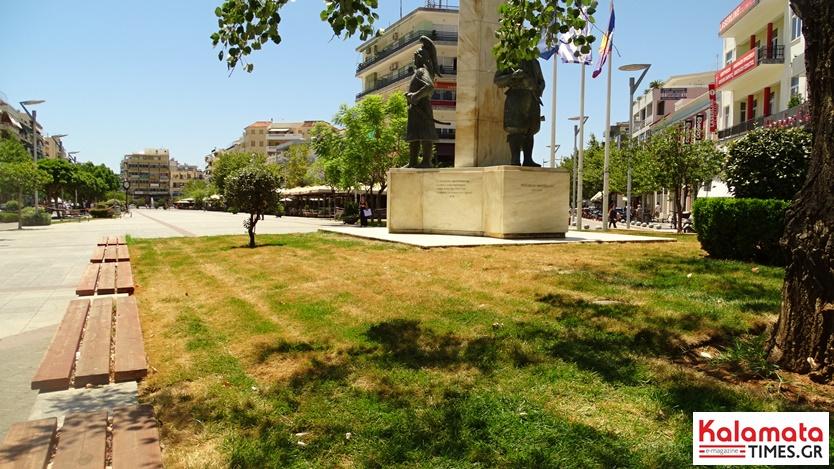 Χλοοτάπητας στην κεντρική πλατεία Καλαμάτας