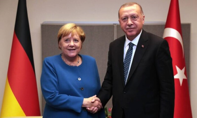 Η «φίλη» μας η Μέρκελ: Μας γονάτισε οικονομικά και τώρα στηρίζει τον Ερντογάν 15