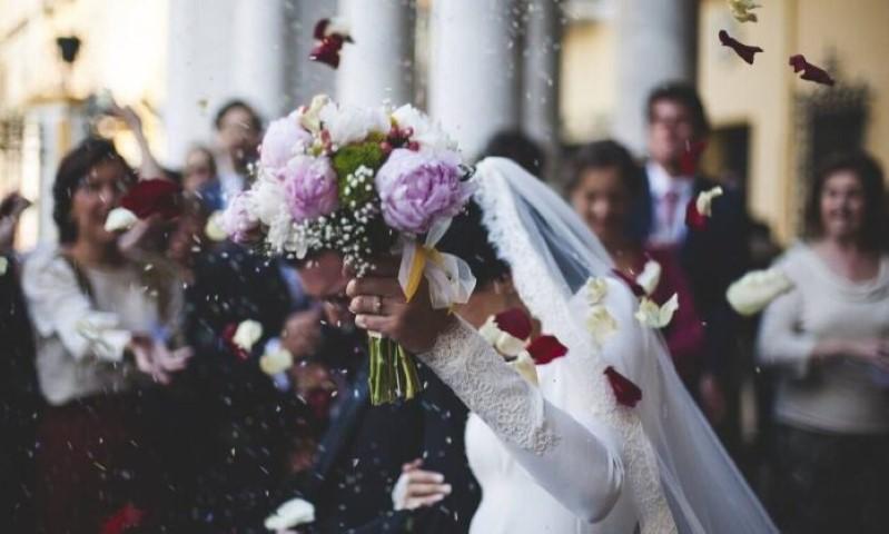 Κορονοϊός – Νέα μέτρα για γάμους και βαφτίσεις: Πρόστιμο και στους καλεσμένους 1