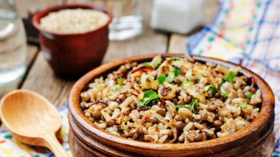 Φουλ της πρωτεΐνης στο τραπέζι (χωρίς όμως κρέας) 1