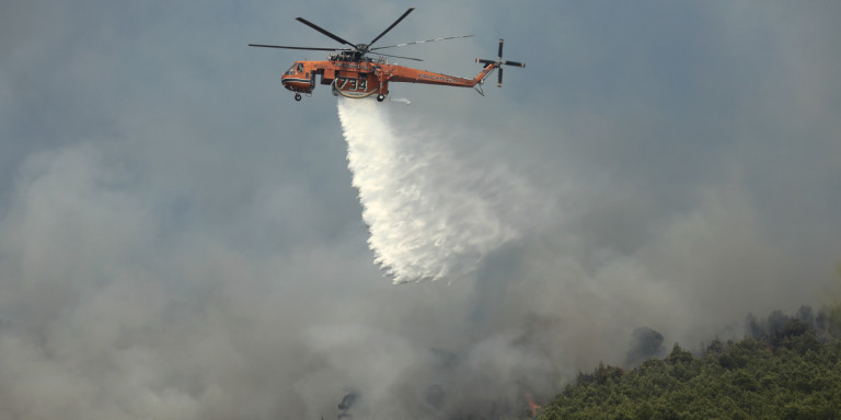 Μεγάλη πυρκαγιά στην ανατολική Μάνη: Απομακρύνθηκαν κάτοικοι του οικισμού Καλύβια 1
