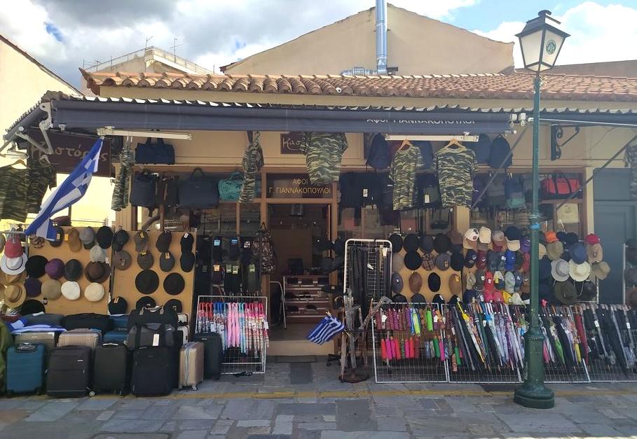 Για στρατιωτικά ρούχα στην Καλαμάτα, κατάστημα «Καστόρας» 15