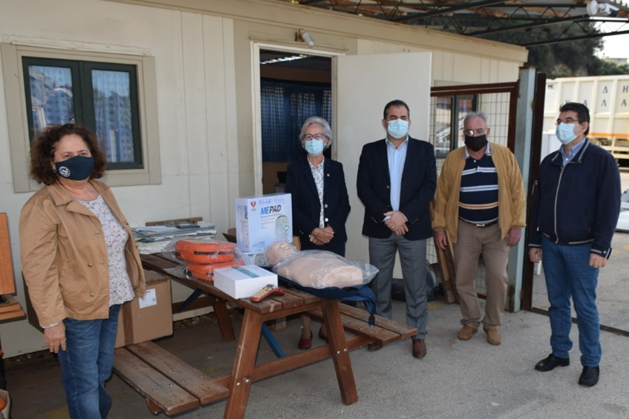 Απινιδωτές και εκπαιδευτικό υλικό προσέφερε ο Δήμος στο Περιφερειακό Τμήμα Καλαμάτας του Ε.Ε.Σ. 9