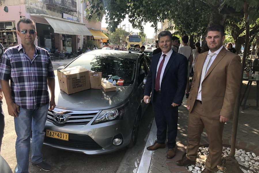 διανομή υγειονομικού υλικού στους οδηγούς ταξί