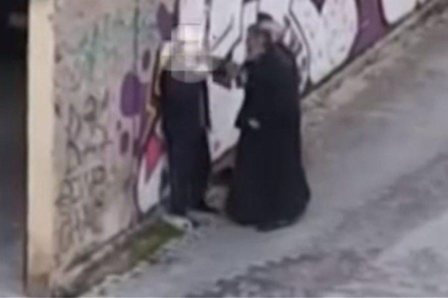 Κοζάνη: Ο Μητροπολίτης χαστουκίζει πολίτη στη μέση του δρόμου 14