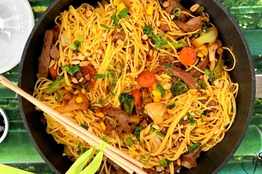 H συνταγή της ημέρας: Noodles με μοσχάρι και ανάμεικτα λαχανικά 3