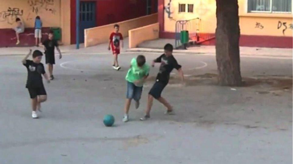 Λακωνία: Συνέλαβαν ανήλικα παιδιά επειδή έπαιζαν μπάλα στο χωριό! 13