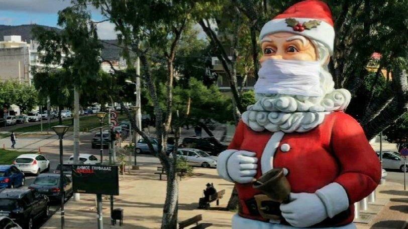 Στη Γλυφάδα ο δήμος στόλισε έναν τεράστιο Άγιο Βασίλη με μάσκα (pics) 18