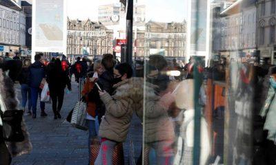 Έληξε το lockdown ξεχύθηκαν στα μαγαζιά οι Βρετανοί 8
