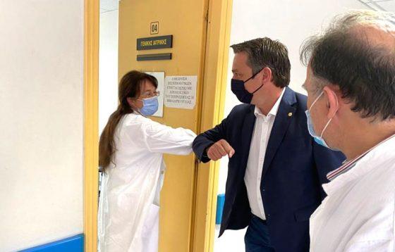Επίσκεψη Περικλή Μαντά στο Κέντρο Υγείας Καλαμάτας για την πορεία των εμβολιασμών